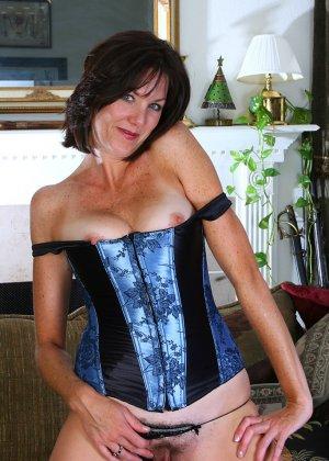 Женщина 37 лет раскрывает свою пизду - фото 9