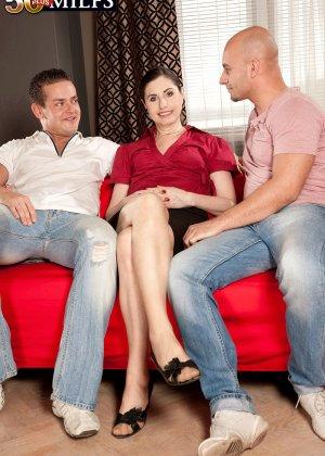 Мужчина выебал свою красивую жену на пару с другом - фото 7