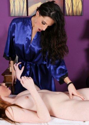 Лесбиянки с большими грудями помассировав друг дружку, лижут клиторы - фото 12
