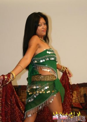 Стриптиз от индианской женщины - фото 11