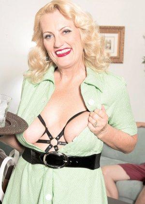 У горничной леди Дулбин особые пристрастия в сексе, ей нравится секс с элементами бдсм, ее работодателю тоже - фото 7