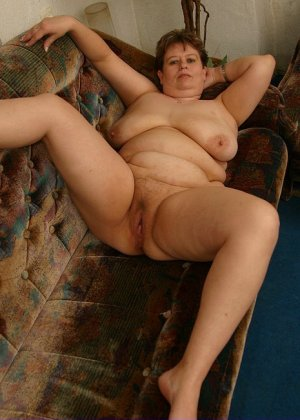 Жирная женщина с редкими волосами на лобке - фото 5