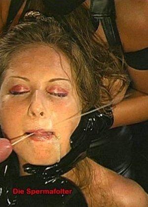 Сперма на лице может оказаться в том случае, если девушка не против группового порева, парни обожают доставать свои стволы и исполнять камшоты - фото 7