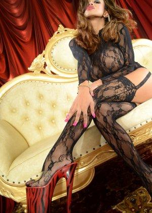 Шикарная Арми Флоренс с большими дойками не хочет выставлять их напоказ, поэтому прикрывает блузкой - фото 4
