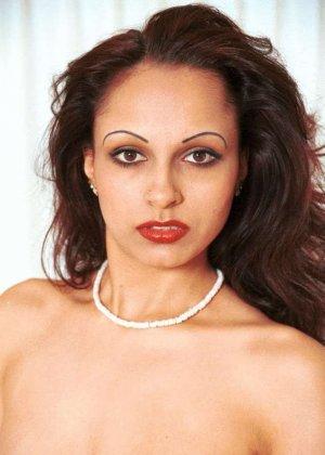 Милая женщина из Индии оголила сиськи - фото 1