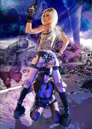 Красотка Дженифер на съемках фантастического порно фильма со своей подругой лесбиянкой - фото 13