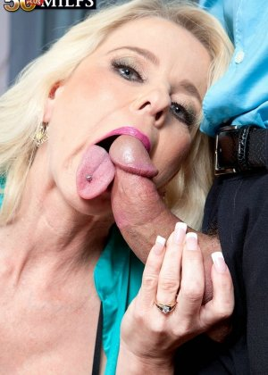 Пожилая блодника и ее висячие половые губы - фото 5