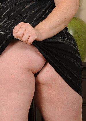 Рыжая женщина с большими грудями хочет помастурбировать - фото 7