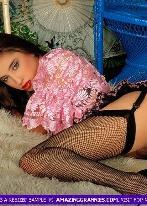 Эротический фотосет сладкой зрелой женщины - фото 3