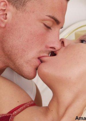 Нежный красивый секс ждет эту шикарную блондинку, она любит длительную прелюдию, а мужик хочет минета - фото 7