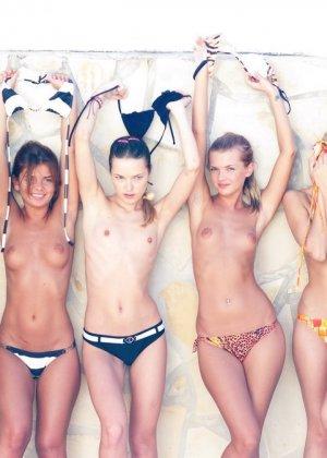 Большая группа голых русских девчат - фото 11