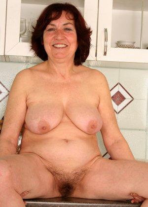 Женщина 63 лет, хочет чтобы с ее пиздой поиграли - фото 5