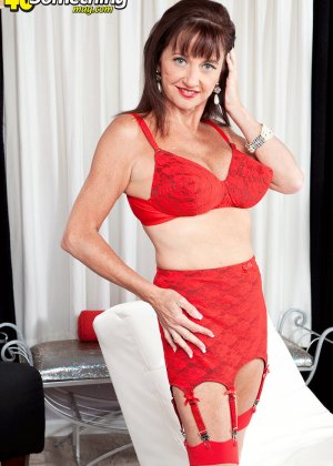 Киара немного оголилась, сняв часть нижнего белья красного цвета - фото 16