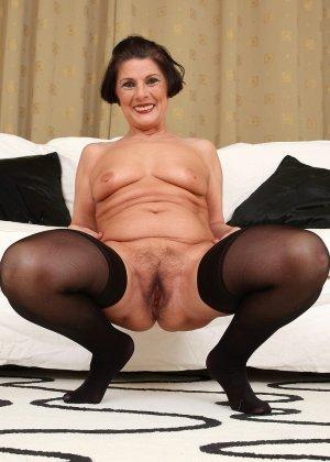Зрелая тетка давно снимается в порно, ее фотографии заводят парней с большими членами и мужиков с похотливыми мыслями - фото 1