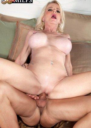 Пожилая блодника и ее висячие половые губы - фото 6