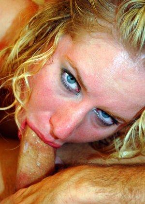 Рыжая блядь сделала минет и получила сперму на лицо - фото 14