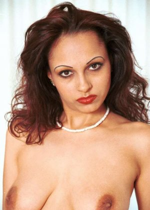 Милая женщина из Индии оголила сиськи - фото 16