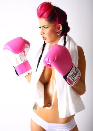 Диана в боксерских перчатках - фото 15