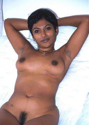 Мулатки в порно – мечта каждого мужчины, телка с темной кожей разденется и покажет свои загорелые соски - фото 1