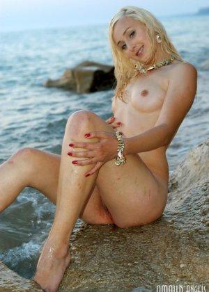 Нудисты в порно – это тема будоражит тысячи людей, эта русалка любит загорать на нудистских пляжах России - фото 9
