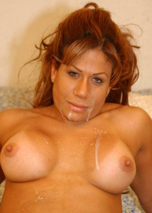 Латина познакомилась с парнем и решила сразу с ним трахнуться в своем домике, секс з  незнакомцем – приятное приключение - фото 3