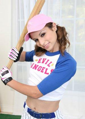 Спорт это всегда сексуально, особенно когда у девушек спортсменок большие биты в руках и подтянутые животики - фото 11