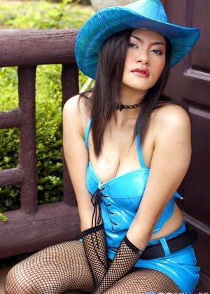 Мона Чои приоткрыла волосатое интимное место - фото 8