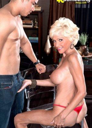 Опытная Ники запросто соблазняет молодого мужчину и он устраивает ей качественный секс - фото 2