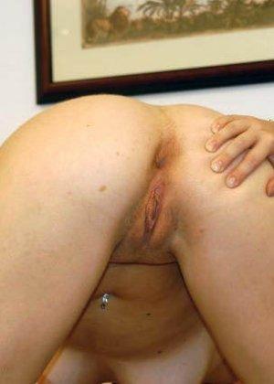 Парочка занимается жарким сексом и при этом совсем забывает о том, что их снимает камера - фото 1
