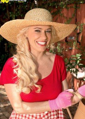 Саванна - шикарная блондинка, которая умело показывает своё тело и демонстрирует самые выгодные места - фото 9
