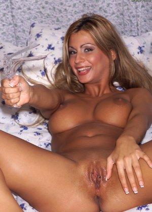 Габриэлла предлагает посмотреть на внутренность ее пизды - фото 1