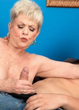 В 65 лет она продолжает ебаться как кошка - фото 1