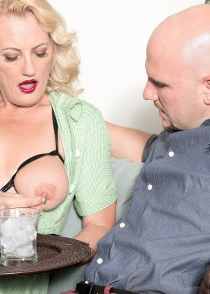 У горничной леди Дулбин особые пристрастия в сексе, ей нравится секс с элементами бдсм, ее работодателю тоже - фото 9