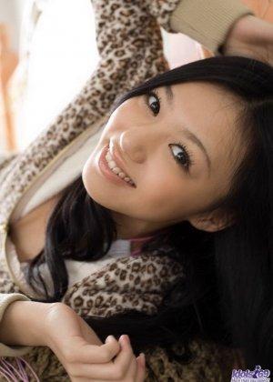 Прекрасная японская милаха показывает свою свежее тело - фото 8