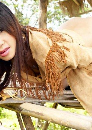 Кристина Хо красиво показывает свою щетинистую промежность - фото 1
