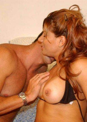 Телка познакомилась на пляже, пригласила мужика в номер и получила сперму на лицо после минета - фото 11