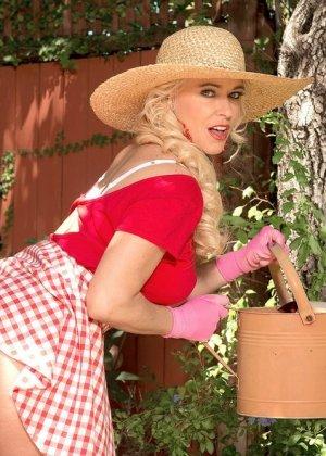 Саванна - шикарная блондинка, которая умело показывает своё тело и демонстрирует самые выгодные места - фото 8