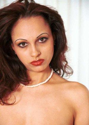 Милая женщина из Индии оголила сиськи - фото 2