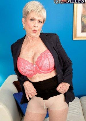 В 65 лет она продолжает ебаться как кошка - фото 9