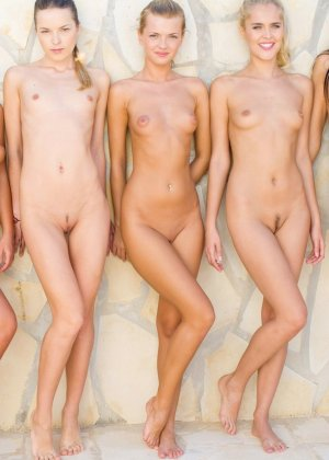 Большая группа голых русских девчат - фото 15