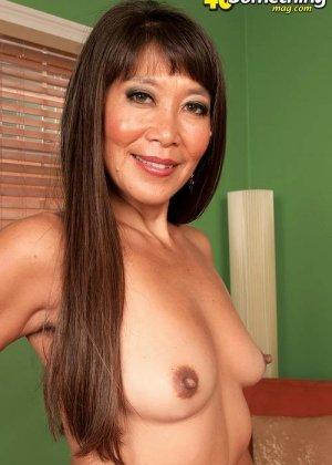 Азиатка Бэкка Роуз показывает свое шикарное тело, постепенно снимая с себя лишнюю одежду и белье - фото 6
