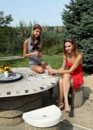 Кенди и Джина Джерсон используют один длинный фаллоимитатор на двоих - фото 8