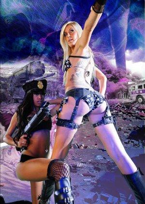 Красотка Дженифер на съемках фантастического порно фильма со своей подругой лесбиянкой - фото 16