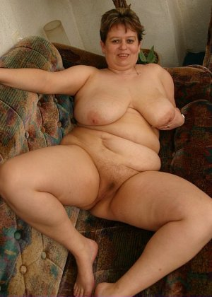 Жирная женщина с редкими волосами на лобке - фото 12