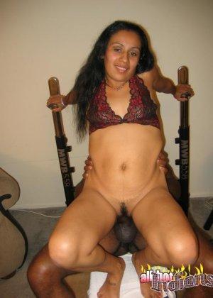 Пожилой негр трахнул очаровательную зрелую индианку - фото 3
