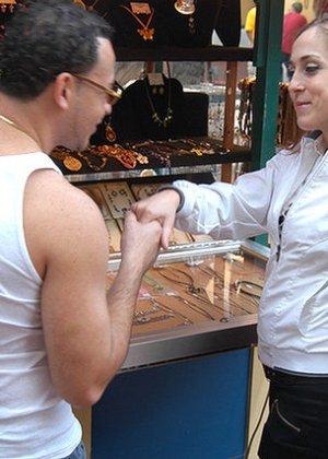 Латина согласилась на трах с незнакомцем, похваставшимся ей большим хером и пообещавшим много удовольствия - фото 5