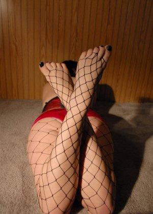 Толстушка Сэди имеет страсть к футфетишу, ее полные пальцы на ногах жаждут ласки мужского языка - фото 3