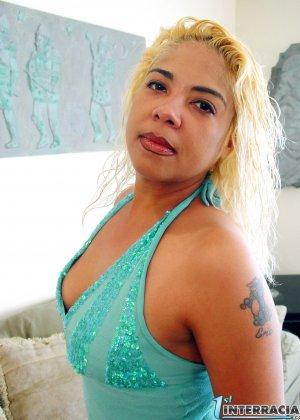 Пухлая латина обожает межрасовый трах с неграми, черный член полностью удовлетворяет ее пизду - фото 10