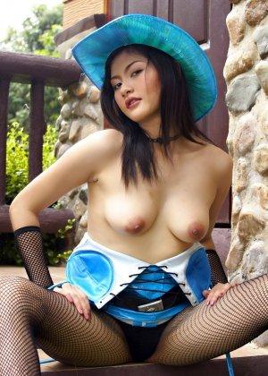 Мона Чои приоткрыла волосатое интимное место - фото 13
