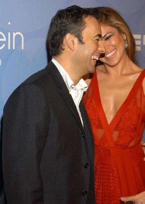 Знаменитость Ека Мендес не носит лифчика под блузкой и снимается в откровенных сценах фильмов - фото 7